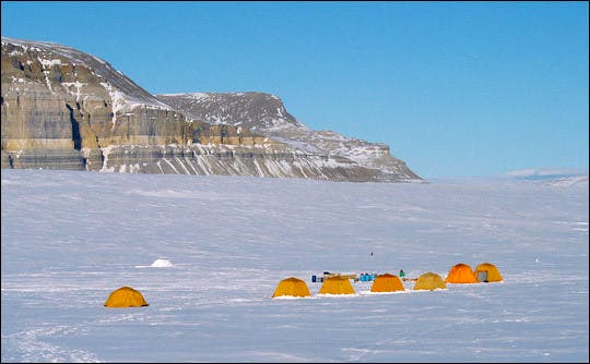 Tents_cliffs_greenland-thumb