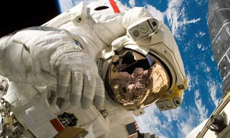 Astronaut-spacewalk-460x276