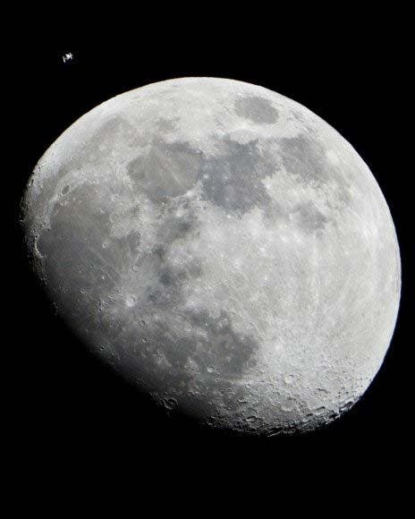 Iss-moon1