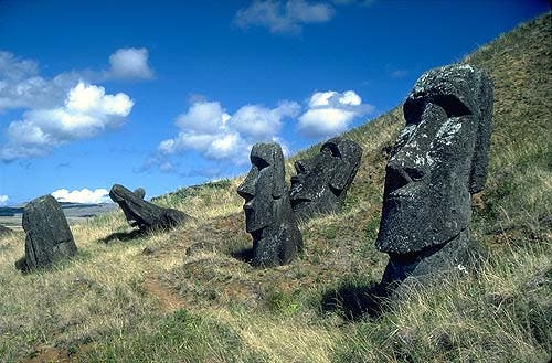 Easter_Island_01_statues
