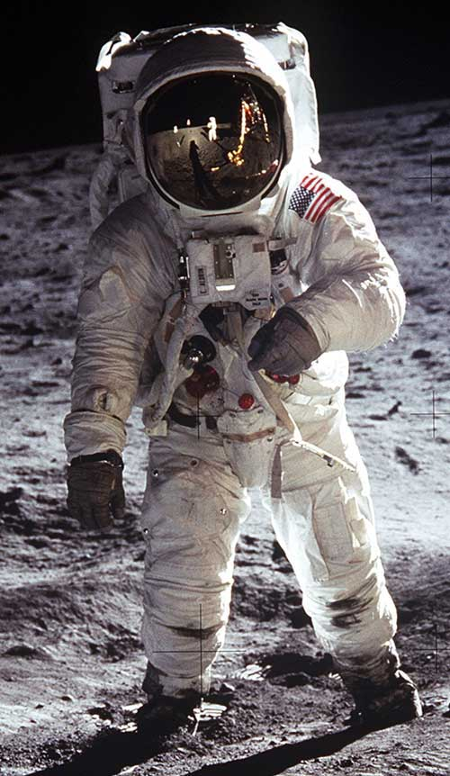 Armstrong-on-moon