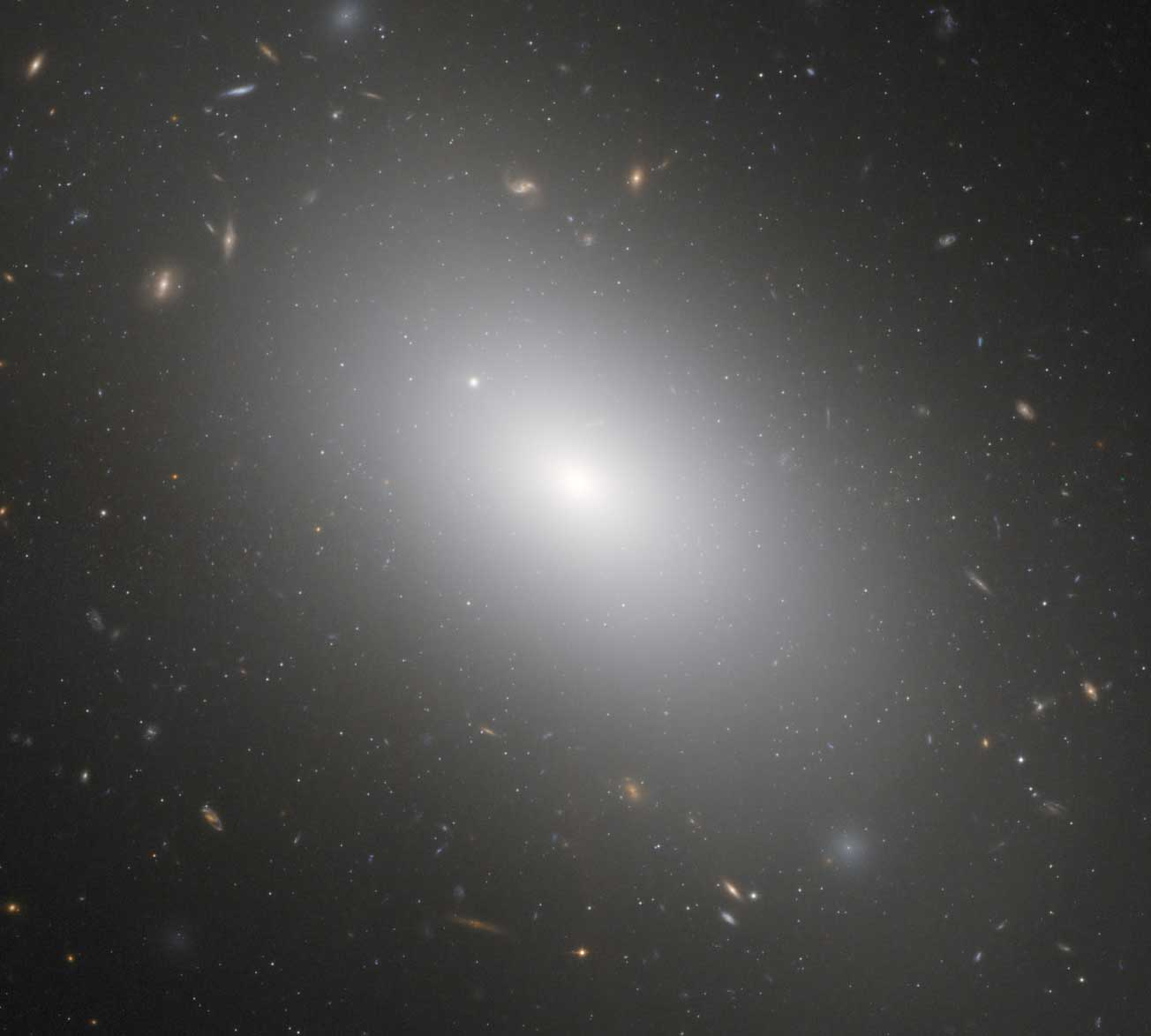 Elliptical-Galaxy-NGC-1132