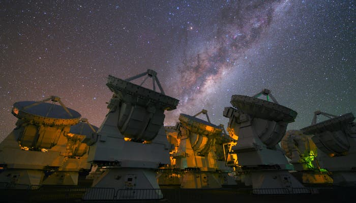 The-milky-way-above-the-antennas-of-alma_full