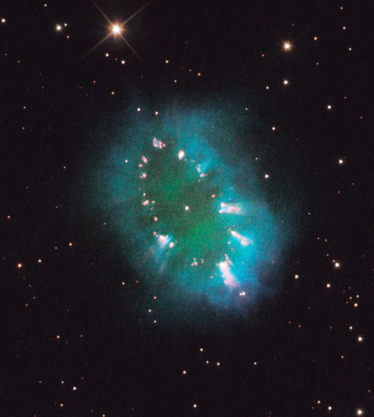 Necklace-nebula-hubble-photo