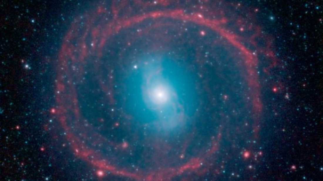 Extra_large-1464358265-68-ring-of-stellar-fire-surrounds-12-billion-year-old-galaxy