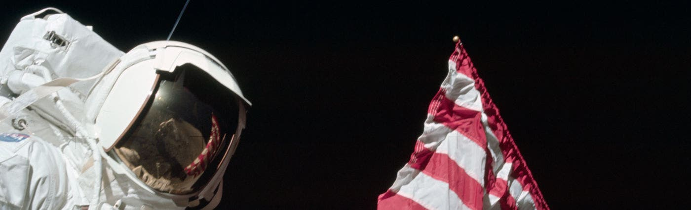 Astronaut_Harrison_Jack_Schmitt_American_Flag_and_Earth_Apollo_17_EVA-1-1400x427